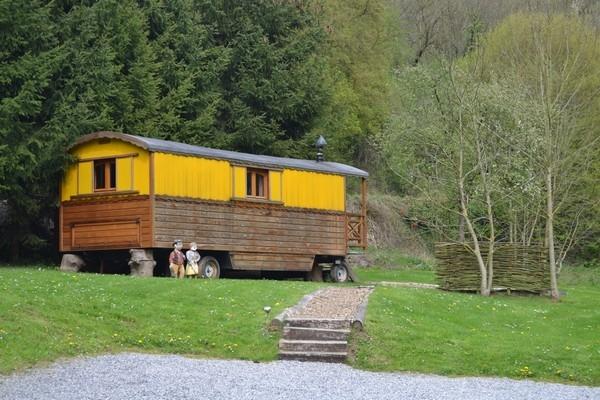 Woonwagen moulin de lisogne h tel cabanes for Exterieur kelder